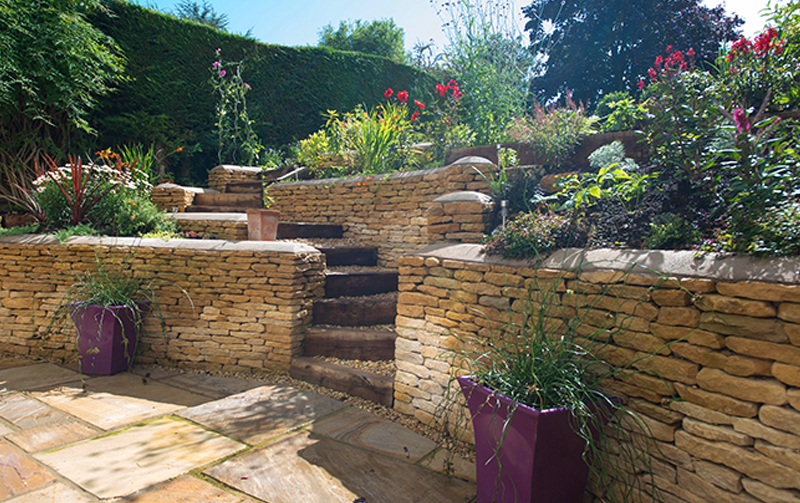 Cotswold Stone Retaining Wall